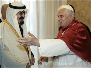 King Abdulla and Pope Benedict XVI greeting each other. Photo: religion.lilithez